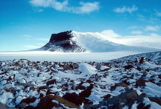 Scherer et al 2016 - Sirius Group exposures near Mount Fleming, Antarctica, circa 1986.jpg